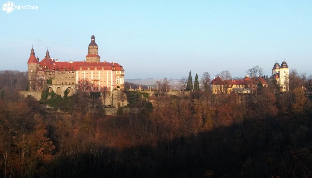 Książański Park Krajobrazowy i Zamek Książ z psem