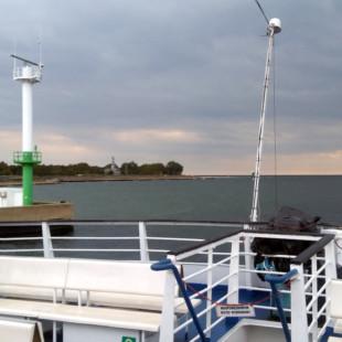 Trwamwaj wodny z psem - wpływamy do portu w Helu